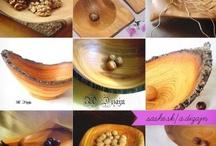 A.Dizajn / Drevokumšt / DREVOKUMŠT je slovenská firma zaoberajúca sa umeleckým tokárstvom a sústružením z dreva. Špecializuje sa predovšetkým na výrobu drevených misiek s kôrou, drevených tanierov, dózičiek, naberačiek, vázičiek, pohárov, soľničiek a svietnikov. Medzi ďalší sortiment možno zaradiť točené zábradlia, stolíky, kvetináče, miniatúrne dekorácie, hračky a mnohé iné originálne tokárske výrobky.