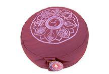 Jóga matracok, meditációs párnák / Jógamánia webáruház: meditációs párnák, jóga párnák, hengerpárna, kerek párna, jóga eszköz, jóga  matrac