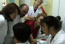 Μετεκπαίδευση στο Πεκίνο / Ομάδα ιατρών και οδοντιάτρων εξειδικευμένων στον Βελονισμό Μετεκπαιδεύεται από καθηγητές του Πανεπιστημίου του Πεκίνου σε ειδικά θέματα Βελονισμού, ηλεκτροβελονισμού, ωτοβελονισμού και κρανιοβελονισμού.