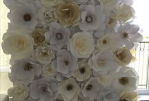 Giant paper flower wall / 1 000$