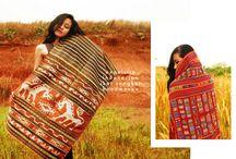 Indonesian textiles & antique jewelleries &duma's tais flobamora collection / indonesian textiles
