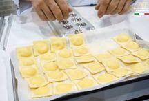 Hacer pasta en casa / ¡Queremos hacer pasta en casa! Amasar, estirar, cortar... y sobre todo comer :) Nos encanta la pasta casera