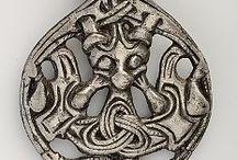 viikinki symboleja kilpiin ja muihin