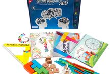 Gelişim Oyunları Seti / Gelişim Oyunları Seti, 4-7 yaş çocuklarının bireysel gelişimlerini (beceri ve algı seviyeleri ne olursa olsun) desteklemek amacıyla uzman psikologlar, pedegoglar ve okulöncesi eğitim uzmanları tarafından hazırlanmıştır.