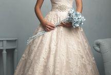 Csipkés menyasszonyi ruhák