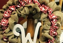 DIY holiday home decor / Making your own burlap wreath was never this easy !