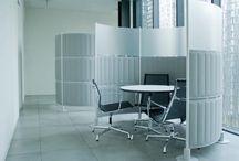 SLALOM- Sistemas de acústica y partición. / SLALOM es una firma italiana especializada en soluciones espaciales de insonorización que investiga en nuevos materiales y maneras de estructurar el espacio de una manera creativa, customizable y eficiente.