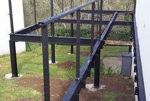 Terrasse en bois surélevée sur structure en métal / Réalisation d'une terrasse en bois surélevée sur une structure en métal.