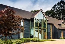 Contemporary new build / This grand house contains three central full-height cross frames and a fully raftered roof complete with five king post trusses.