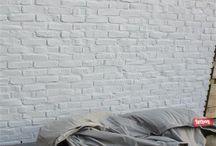 Gevlinderd beton terras met tegelpatroon / Gevlinderd beton antraciet met tegelpatroon 140 x 140 cm, uitgevoerd door MoreFloors - vloeren Breda