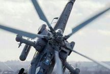 Hélicoptère et pin up