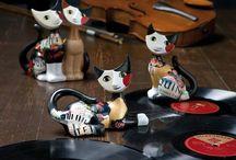 Goebel / Niemiecka firma Goebel jest liderem w produkcji porcelanowych i szklanych przedmiotów do dekoracji wnętrz. Figurki, obrazy, lampy, wazony, zegary, czy filiżanki oraz wiele innych niezwykle ciekawych pomysłowych rzeczy idealnych na prezenty. Mocną stroną wytwórni Goebel jest jakość, zawsze najwyższa, opatrzona certyfikatem.  http://www.szymanski-boutique.pl/goebel