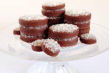 Galletas de chocolate / Galletas de chocolate con esencia de naranja y una deliciosa capa de coco rallado. Info mem@memcakesandcookies.com Web- www.memcakesandcookies.com