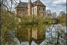 Kastelen in Nederland / Castles in the Netherlands / In Nederland zijn prachtige kastelen te zien. De meeste stammen uit de middeleeuwen; sommige zijn later ingrijpend verbouwd, maar nog steeds mooi / In the Netherlands there are magnificent castles to be seen. Most of them are medieval; some have been renovated rather radically, but still beautiful