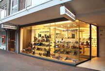Theresiastraat (Bezuidenhout) Den Haag / De Theresiastraat is een winkelstraat gelegen in de Haagse wijk Bezuidenhout. De straat is vernoemd naar Koningin-Regentes Emma, de tweede vrouw van koning Willem III. Haar voornamen waren Adelheid Emma Wilhelmina Theresia.