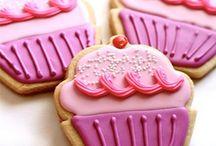cute cupcakes  / by Samantha Mello