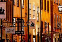 Stockholm / Heb je zin in een super coole stedentrip? Maak dan een stedentrip Stockholm. Een prachtige, kleurrijke stad omringd door water en groen. Op dit board vind je de gaafste hotspots, winkels en cafés in Stockholm. Happy Travels! http://mooistestedentrips.nl/stedentrip/stockholm