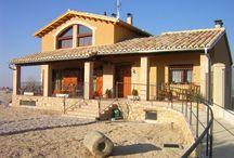 Apartamentos turísticos El Pajar de Serred / Somos unos apartamentos turísticos ubicados en la localidad de Torrevelilla en el Bajo Aragón de Teruel. Puedes encontrarnos en: http://www.pajardeserred.com/