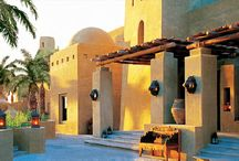 courtyards, desert settings, palaces