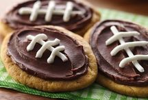 Big Game Watch Party / Crowd pleasing snacks, treats, and dips for your big game watch party!