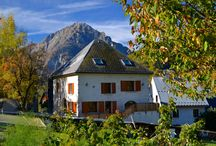 Auberge la Cure / Auberge la Cure is situated in Oz Village, in the valley of the l'Oisans. It is an ideal location for a sportive holiday in the French Alpes. To ski in Alpe d'Huez or to cycle up the Alpe d'Huez