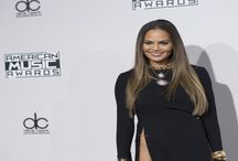 Chrissy Teigen and Heidi Klum Both A Little WTF On The AMA Red Carpet