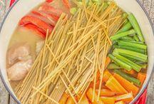 Poulet légumes et nouilles dans le même plat
