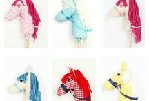 Caballitos Picniqueros y Unicornios. Stick Horses & Unicorns / Caballitos picniqueros  y unicornios para decorar habitaciones infantiles hechos a mano en nuestro taller rellenos de auténtica floca de algodón y pintados a mano.