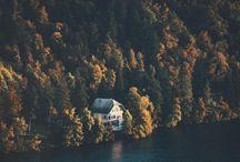 House on the lake / La magia di una finestra affacciata su un luogo da fiaba.