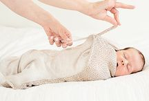 """Otulacze """"Niuniu""""  Medbest / Fizjologiczny odruch Moro w trakcie snu sprawia, że dziecko budzi się z uczuciem spadania. Dzieci wybudzają się, gdy nie czują granic swojego ciała.  Otulacz Niuniu by Medbest zapewnia te granice, przypominając dziecku bezpieczną przestrzeń macicy, co powoduje, że maluch natychmiast zasypia. Pomimo pozornej swobody ruchu, otulacz zapewnia dziecku komfort zamkniętej przestrzeni, jednocześnie umożliwiając zmianę pozycji w trakcie snu."""