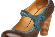 Cool stuff: shoes chapter / by Giulia van Pelt