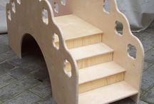 Montessori: scala ponte scivolo / Gioco montessori: scala, ponte e scivolo. Realizzato in legno e personalizzabile, ideale per scuole montessoriane, case e giardini. #MobiliMontessori #malerbart #CameretteMontessori