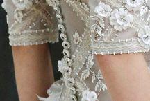 Vestidos e roupas bordadas pedraria