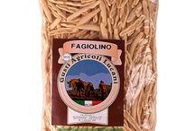 Włoskie makarony / W sklepie internetowym Włoskie Delikatesy wloskiedelikatesy.pl proponujemy oryginalne włoskie makarony produkowane przez południowców z półwyspu Apenińskiego a dokładnie bogatej w smaki Sycylii. Nasze produkty produkowane są z zachowaniem tradycyjnych metod wyrobu oraz suszenia. Są wolne od jakichkolwiek konserwantów. Wspaniale urozmaicą Twoje potrawy nadając im prócz pełni smaku również walory estetyczne.