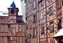 Rennes / Capitale de la Bretagne, Rennes est une ville dont le centre historique est magnifique et en pleine rénovation. incontournable si vous souhaitez découvrir la Bretagne. Et pour vous loger, passez sur www.cocoonr.fr, vous serez logés en plein centre dans des appartements de grande qualité, rénové et parfaitement situés.