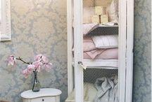 antique bathrooms