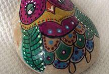 Búhos pintados a mano / Piedras pintadas