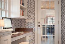 biblioteca con papel de pared