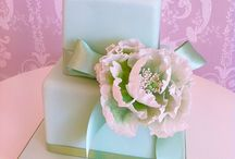 Peridot Peony Rose / We loved creating this cake, although square cakes can be tricky!