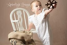 Christmas Minis, Outfit Ideas 2016 / Some examples of outfits that will work well with this year's rustic and natural themed Christmas mini sessions. Look for soft neutral colours with texture, floaty dresses, unique details like wooden buttons. Or maybe go for a splash of red for a festive feel! #thebabyphotographers www.amberlightimages.co.uk