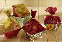 Base-Recherche / The most elegant and out of the box gift wrapping in India. Popular for trousseau wrapping