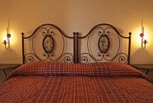 Rooms and apartments / At Le Due Torri we offer hospitality in rooms or mini-apartments.