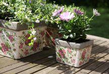 Rózsa mintás termékek / Csempéssz egy kis romantikus bájt a kertbe is! :) Próbáld ki a rózsa mintás kollekció elbűvölő darabjait.