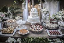 Festa de Noivado / Uma festa íntima para comemorar o noivado! Decoração romântica em tons claros e madeira. Arranjos florais delicados que deixaram o ambiente leve, elegante e acolhedor.