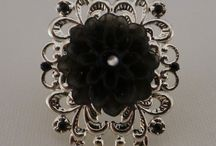 Black and white bijouterie collection/Preto e Branco / Rings, necklaces, earrings and bracelets in white and black / Anéis, colares, brincos e pulseiras em tons de branco e preto