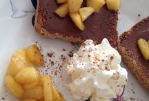 Toast Nutella / Ricetta facile con padella mela pezzi zucchero canna + cannella girare poco cuocere poi insieme toast Nutella e panna montata buono ottimo colazione o merenda