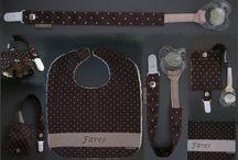 Bavoir et attache tétine / Bavoir et attache tétine avec poche intégrée pour ranger la tétine