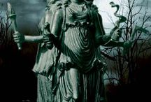 Goddess Hekate - Between the Worlds