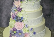 Large Decorative Cakes / by Joan Lee
