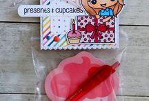 Julie - Presents & Cupcakes / 0
